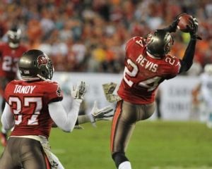 darrelle-revis-interception-buccaneers-nfl